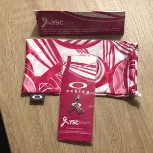 Oakley YSC Microfiber Bag and Collectors Pin.